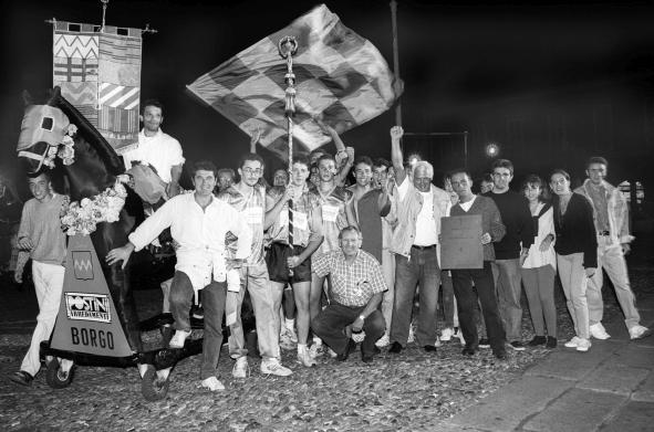 Lodi Palio in piazza la gioia del Borgo, dopo la doppia vittoria del Gonfalone e Baston, 1993