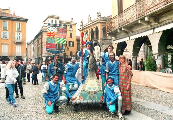 Lodi: la cursa dei Cavai , la vittoria del Colle,che si aggiudica anche el Baston,1998