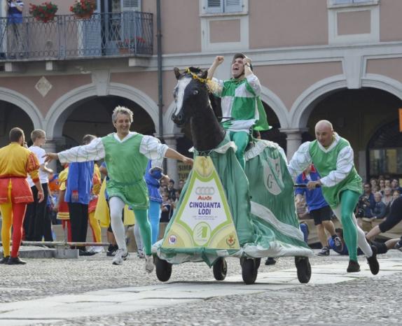 2012 - La finale del 26 palio - rione Gualtero festeggia la vittoria